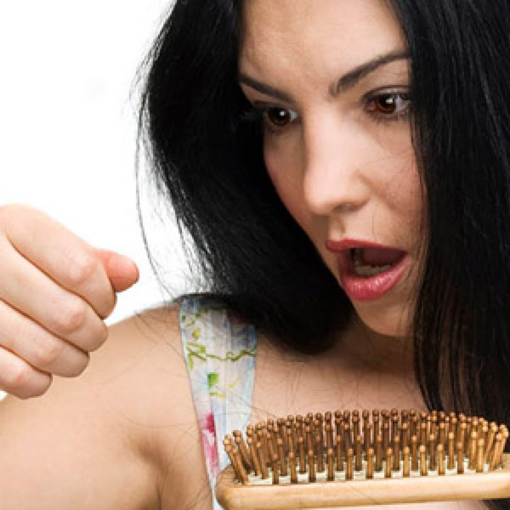 Как избавиться от проблемы выпадения волос у женщин и мужчин