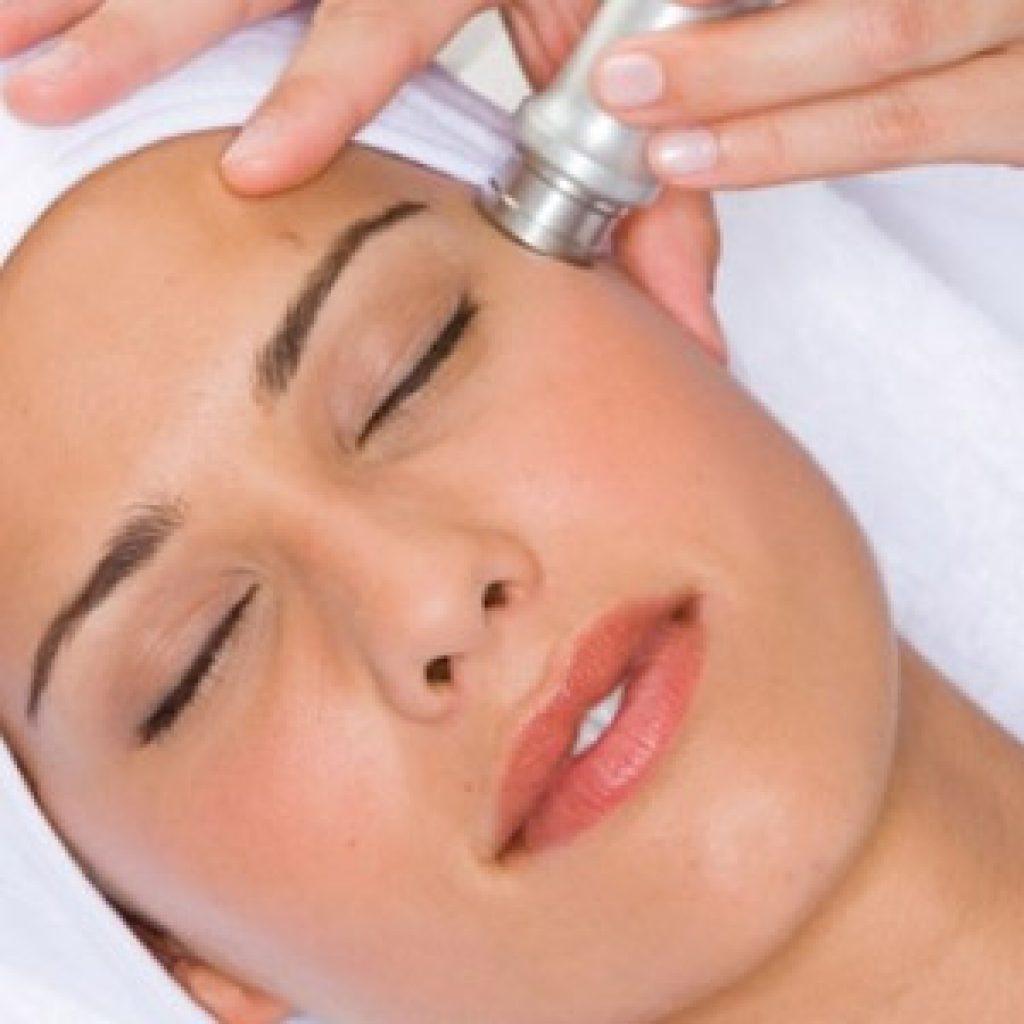 Как проводится механический пилинг кожи лица