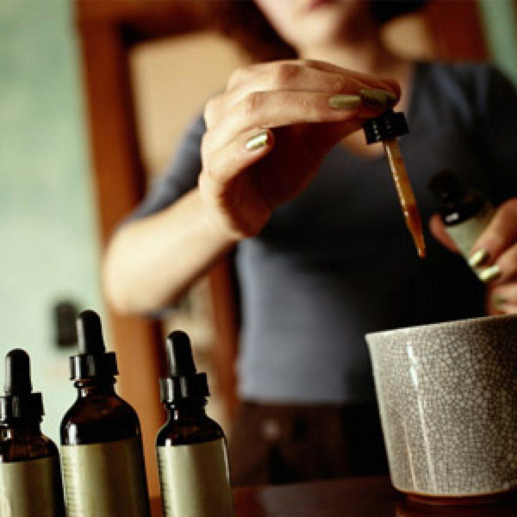 Польза масла камфоры для волос
