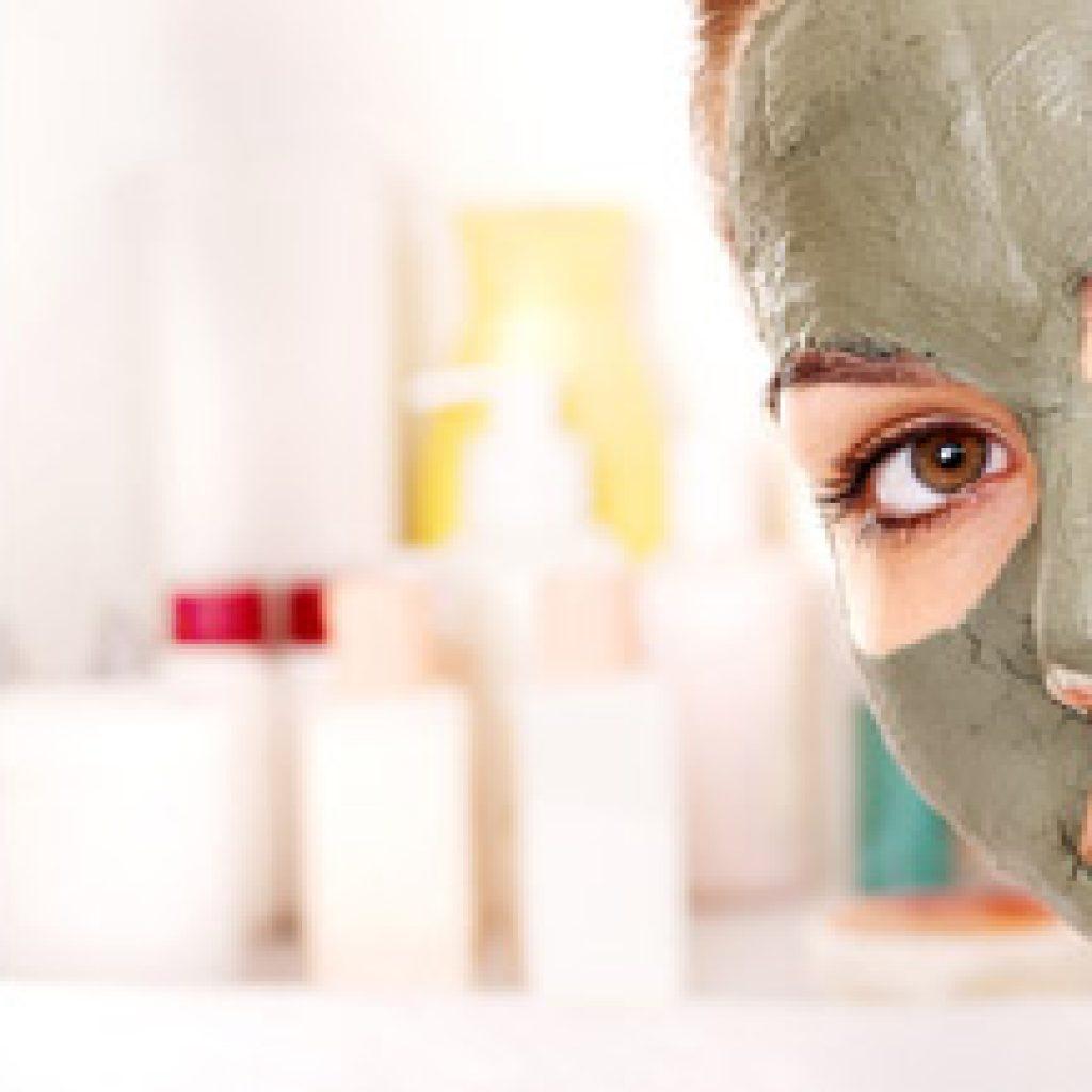 Нанесение глиняной маски