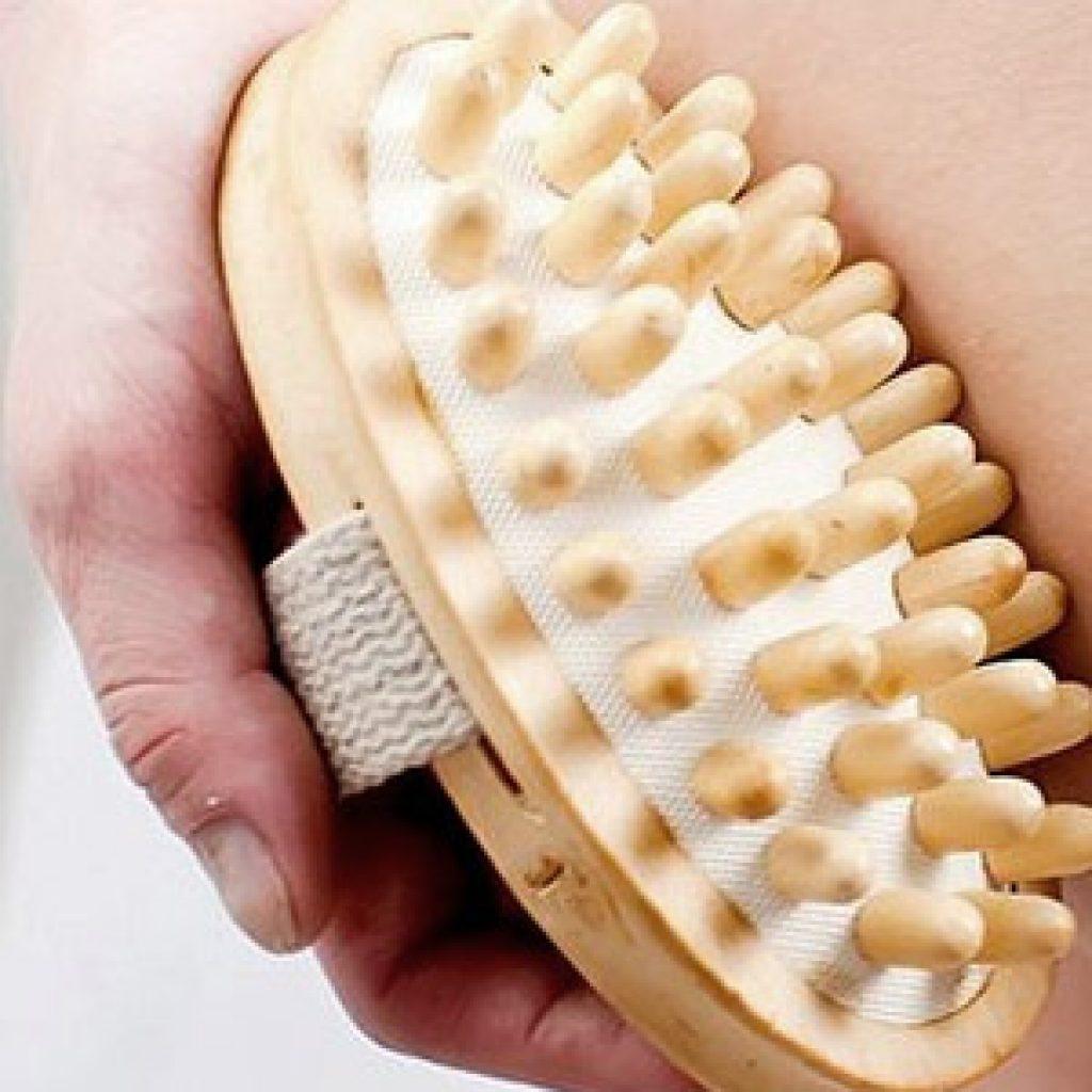 Антицеллюлитная щетка для массажа