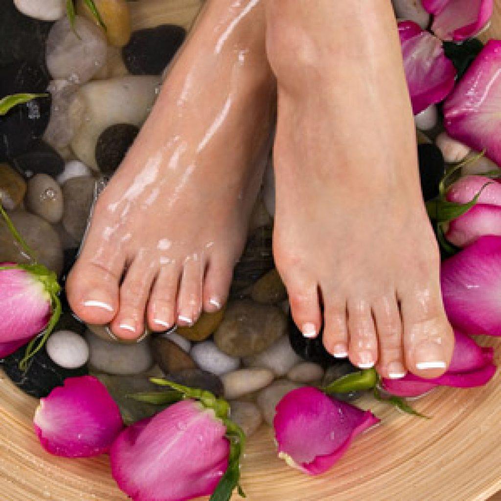 Как избавиться от повышенной потливости и неприятного запаха ног