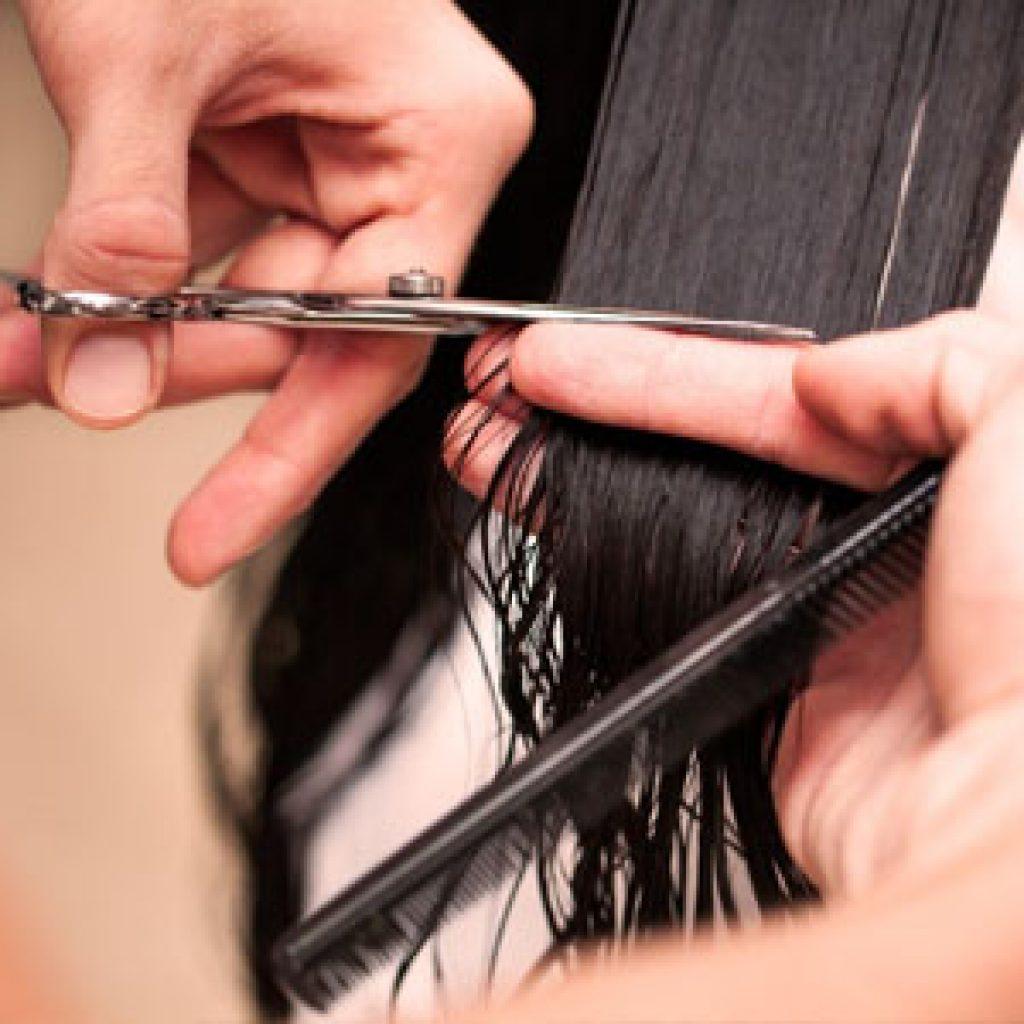 Нужно ли подрезать кончики волос